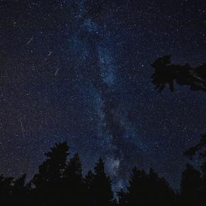 Cielo estrellado como carátula de un capítulo de A Ciencia Cierta: Mirando el cielo Astronomía de verano