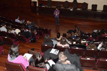 Ponencia sobre el peligro de las pseudociencias en el aula magna de la Facultad de Medicina de la UV
