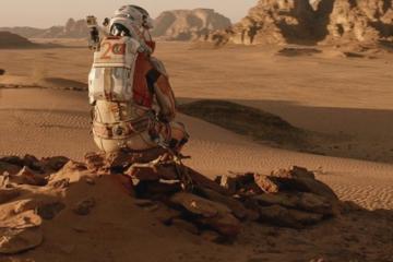 Fotograma de The Martian como portada de Guía del viajante galáctico y medicina espacial: Aparici en Órbita