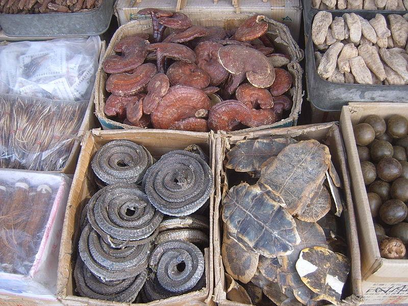 Fotografía de un mercado de medicina tradicional chino.
