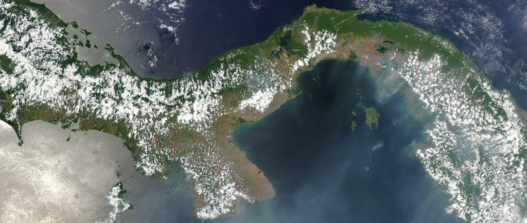 Fotografía aérea del Istmo de Panamá (NASA)