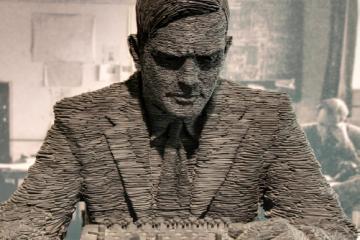 Estatua de Alan Turing en Bletchley Park como portada del capítulo de A Ciencia Cierta: Alan Turing