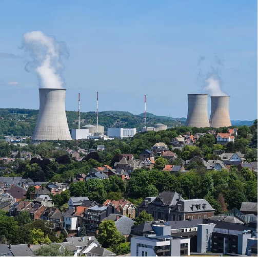 Torres de refrigeración de una central nuclear como carátula del episodio de A Ciencia Cierta: Energía nuclear y cambio climático