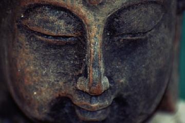 Estatua de Buda como carátula del programa de A Ciencia Cierta: La moda de las pseudociencias
