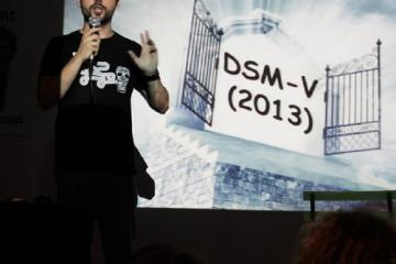 """Representación de la charla """"Rainman madres nevera y otros mitos sobre el autismo"""" realizada durante el Pint of Science de Valencia en 2018"""
