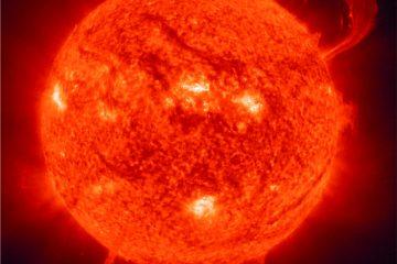 Fotografía del sol como portada del episodio de Coffee Break Vacuna; Agujeros Negros en Física Teórica; ANITA y Universos Paralelos; Paranoias Solares